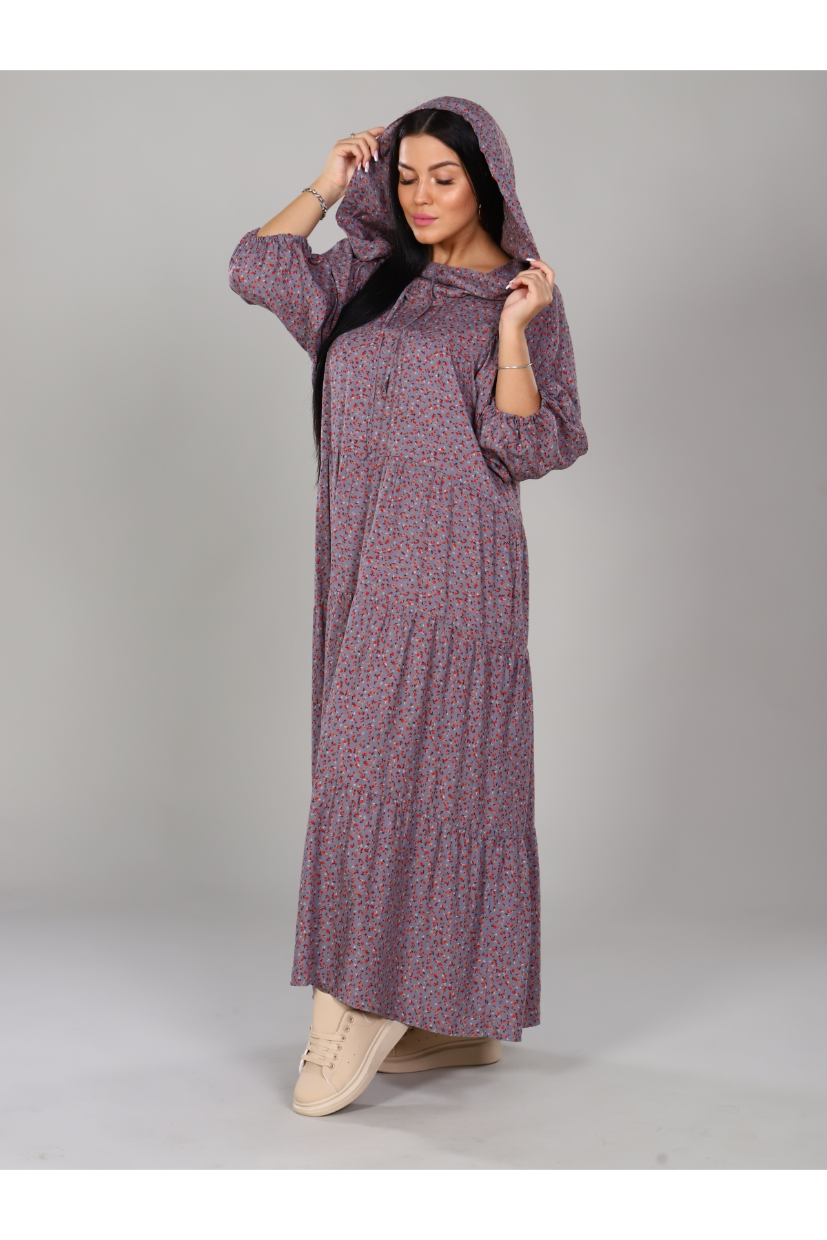 Платье с капюшоном серое