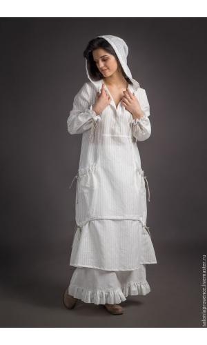 Платье с капюшоном и с юбкой
